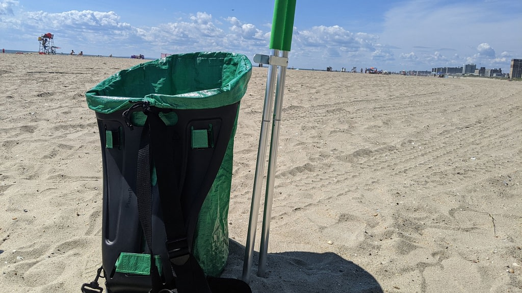 beach cleanup plastic pollution