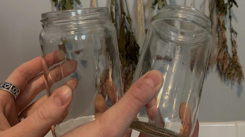 remove jar residue step 4: wipe clean